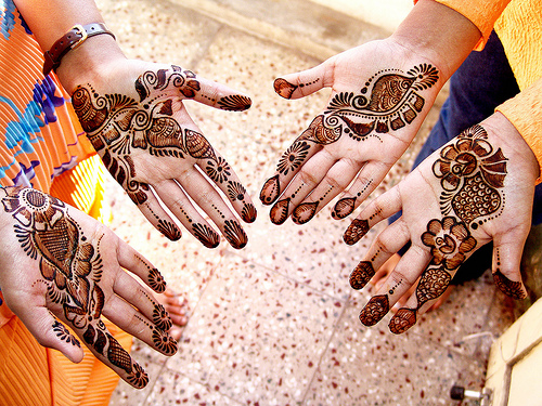 http://orientaldance.com.ua/images/stories/news/mehendi.jpg